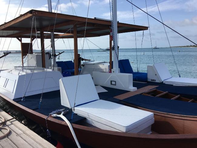 Sailing Charters on Aruba  Blue Melody & Black Pearl